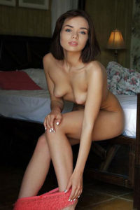 Zadzwoń do dziewczyn Berlin Haus Hotel zamów Isabell jung sexy oferuje rozbieranie się na wysokich obcasach