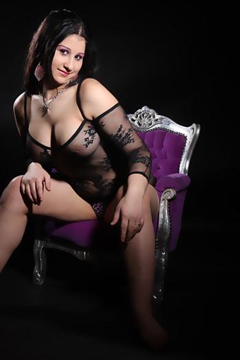 Erotyczna modelka towarzyska Rosa, prawie lubieżna i bardzo wszechstronna seks dziewczyna odwiedza Berlin