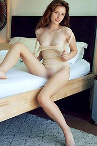 Poznaj początkującą modelkę Benice spontanicznie w intymnej usłudze towarzyskiej z odgrywaniem ról za pośrednictwem agencji towarzyskiej w Berlinie