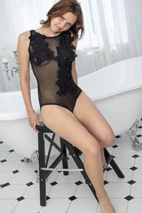 Prywatna modelka Laiza rezerwuje w krótkim czasie na intymne kontakty seksualne z usługą masażu erotycznego Usługa francuskich pocałunków